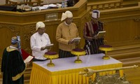 Myanmar: newly-elected President Htin Kyaw sworn in office