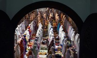 Muslims begin the holy month of Ramadan
