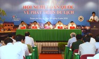 PM Nguyen Xuan Phuc outlines measures for tourism to contribute 10% to GDP
