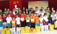 Full-moon festivals for poor children in central region
