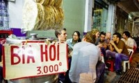 Draught beer of downtown Hanoi attracts foreign tourists