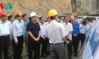 Deputy PM calls for improving people's lives in Son La, Lai Chau hydro power projects