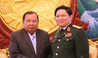 Defense Minister pays official visit to Laos, attends ADMM-10