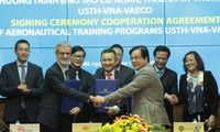 USTH to help Vietnam Airlines train technicians, aviation managers