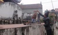 Dich Vi village worships stone dog