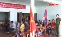 越南共青团员在老挝开展免费看病送药活动