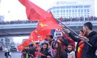 Các cầu thủ U23 Việt Nam trở về trong vòng tay chào đón thương yêu