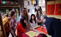 Không khí Tết Việt trong con mắt sinh viên quốc tế