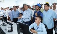 Ha Tinh: Nguyen Xuan Phuc s'entretient avec les responsables de la société Formosa