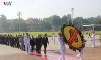 Les dirigeants du Parti et de l'Etat rendent hommage aux morts pour la Patrie