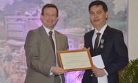 Dang Thanh Tung nommé Chevalier des Arts et des Lettres