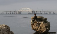Vladimir Poutine inaugure un pont entre la Crimée et la Russie