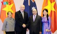 Le gouverneur général d'Australie rencontre le PM et la présidente de l'AN du Vietnam