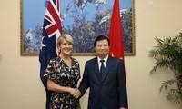 Trinh Dinh Dung reçoit la ministre australienne des Affaires étrangères Julie Bishop