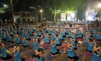 Les Hanoïens se préparent pour la 4e journée internationale du Yoga