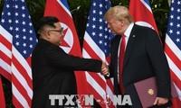"""Sommet Trump-Kim: les dirigeants internationaux saluent """"le début d'une nouvelle histoire"""""""