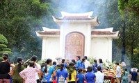 Des milliers de personnes rendent hommage aux héros de Dông Lôc