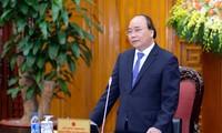 Nguyên Xuân Phuc travaille avec la commission économique centrale