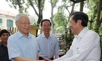 Nguyên Phu Trong travaille avec la commission centrale de propagande et d'éducation