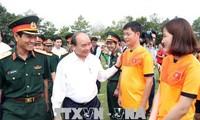 Nguyên Xuân Phuc rend visite au corps de troupe 16 à Binh Phuoc
