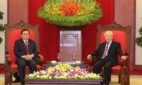 Nguyên Phu Trong reçoit une délégation du Laos