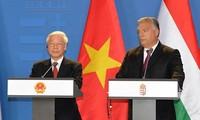 Conférence de presse donnée par Nguyên Phu Trong et Viktor Orban