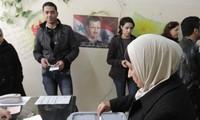 Les Syriens se rendent aux urnes pour des élections locales, une première en sept ans de guerre