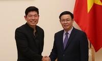 Vuong Dinh Huê reçoit le directeur exécutif de Grab