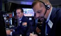 Wall Street dévisse, Trump attaque la Réserve fédérale