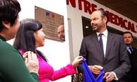 Le Premier ministre français à l'inauguration du Pôle France Santé