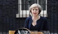 Menacée par un vote de défiance, Theresa May retourne à Bruxelles négocier le Brexit