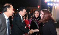 Trinh Dinh Dung rencontre les représentants du corps diplomatique
