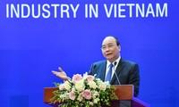 Nguyên Xuân Phuc souhaite accélérer le développement de l'industrie automobile