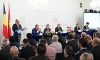 Nguyên Xuân Phuc au Forum d'entreprises Vietnam-Roumanie