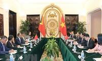 Entretien Pham Binh Minh et le ministre des Affaires étrangères du Timor oriental
