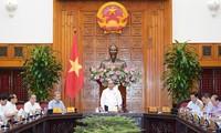 Nguyên Xuân Phuc travaille avec les autorités de Thua Thiên-Huê