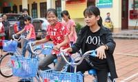 VOV offre des vélos et des bourses aux élèves démunis de Quang Ninh