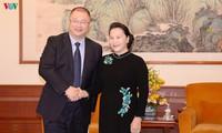 Nguyên Thi Kim Ngân rencontre des magnats chinois des télécommunications