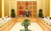 Nguyên Xuân Phuc reçoit les anciens policiers venus en renfort dans le Sud