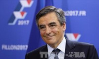 French election: Right-wing Fillon wins first round of conservative primary