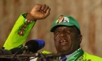ジンバブエ 大統領の近くで爆発 暗殺狙った事件か