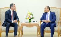 フック首相、ロサンゼルス市長と会見