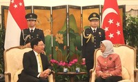ミン副首相兼外相、シンガポールの指導者らと会見