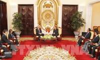 ビン副首相、シンガポール副首相と会見