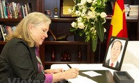 アメリカとチリで、クアン主席の弔問式を行なう