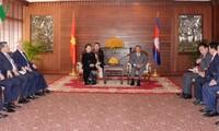 ガン議長、カンボジア国民議会議長らと会見