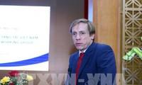 フック首相、ダボス会議へ出席前の取材