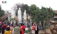 ベトナム人のテト明けにお寺参りをする習慣