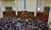 ウクライナ議会選、前倒しへ 新大統領表明