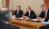 越南代表参加俄罗斯总统普京与亚太经合组织经济体工会领导人会见活动